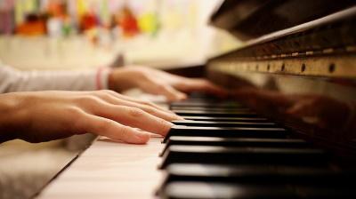 ピアノを使って弾き歌い