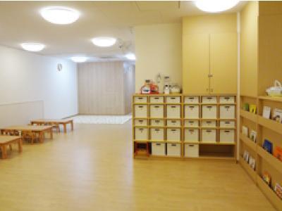保育室の様子①広い室内