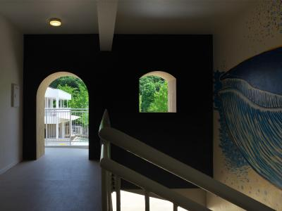 階段には大きなクジラの絵♪